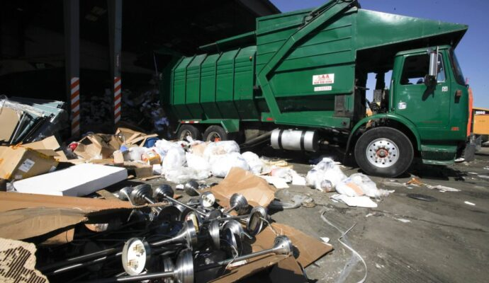 Trash Hauling-Palm Beach County's Best Dumpster Removal Services-We Offer Residential and Commercial Dumpster Removal Services, Dumpster Rentals, Bulk Trash, Demolition Removal, Junk Hauling, Rubbish Removal, Waste Containers, Debris Removal, 10 Yard Containers, 15 Yard to 20 Yard to 30 Yard to 40 Yard Container Rentals, and much more!