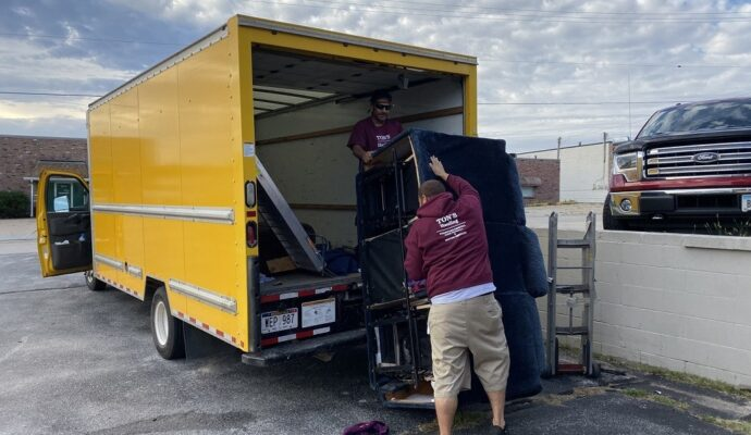 Junk removal prices-Palm Beach County's Best Dumpster Removal Services-We Offer Residential and Commercial Dumpster Removal Services, Dumpster Rentals, Bulk Trash, Demolition Removal, Junk Hauling, Rubbish Removal, Waste Containers, Debris Removal, 10 Yard Containers, 15 Yard to 20 Yard to 30 Yard to 40 Yard Container Rentals, and much more!
