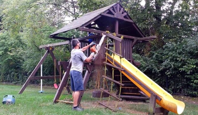 Kid's playground demolition removal-Palm Beach County's Best Dumpster Removal Services-We Offer Residential and Commercial Dumpster Removal Services, Dumpster Rentals, Bulk Trash, Demolition Removal, Junk Hauling, Rubbish Removal, Waste Containers, Debris Removal, 10 Yard Containers, 15 Yard to 20 Yard to 30 Yard to 40 Yard Container Rentals, and much more!
